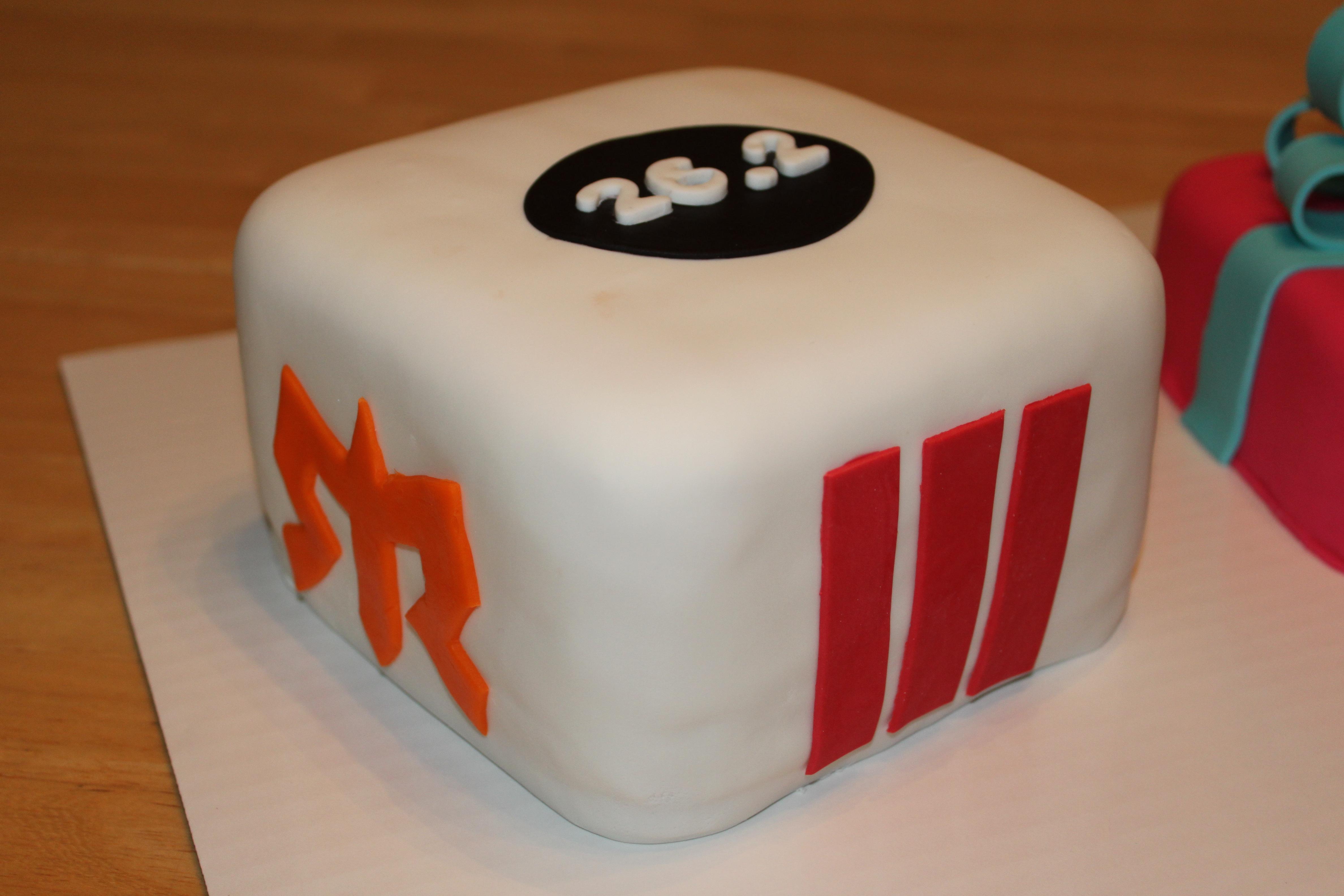 Awesome Marathon Logos And Birthday Present Fondant Cakes Pennys Food Blog Funny Birthday Cards Online Drosicarndamsfinfo