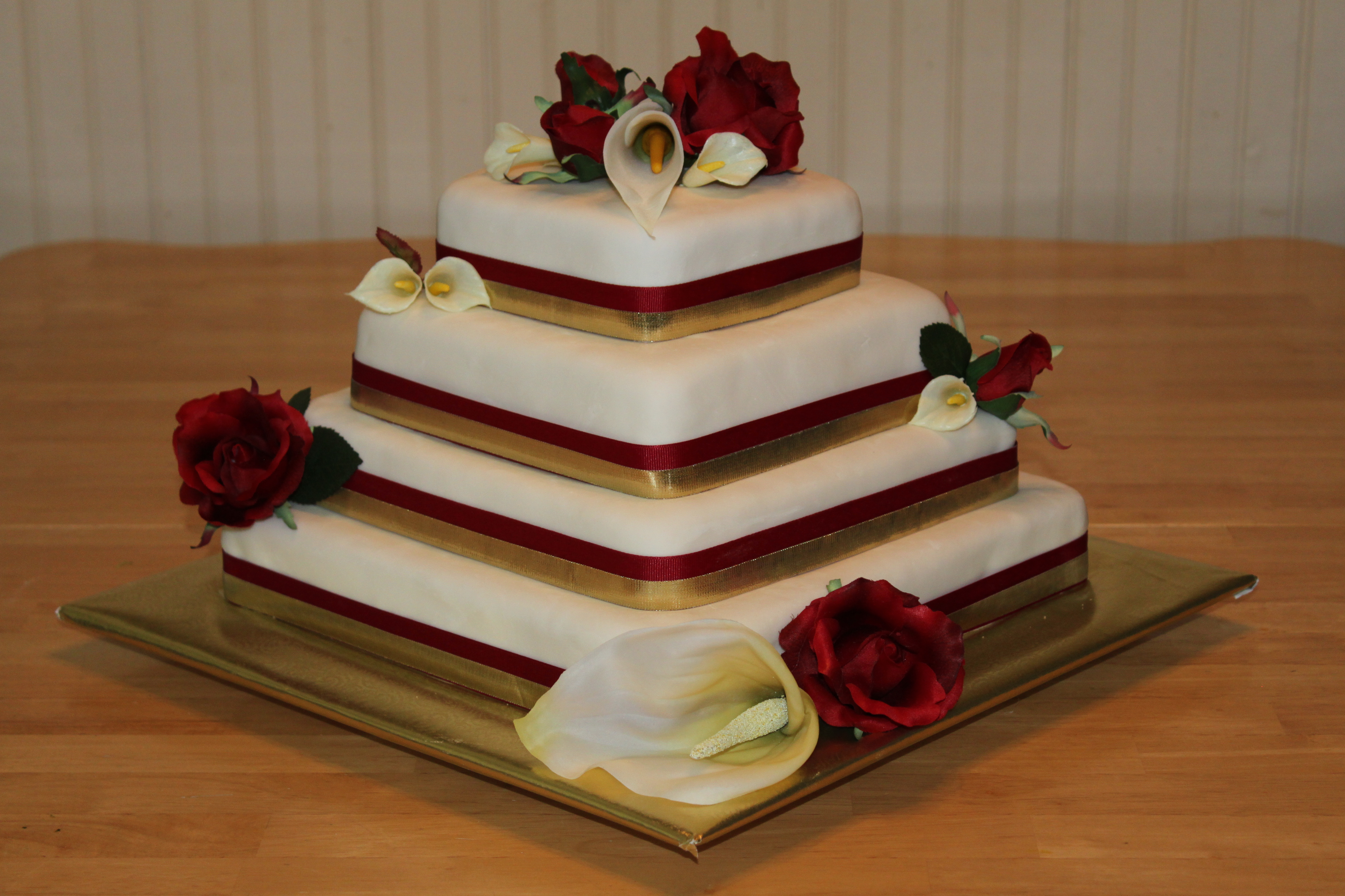 red and gold wedding cake pictures white fondant wedding cake with and gold accents 19079