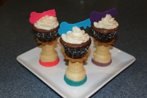 cupcakes on pedestals 001