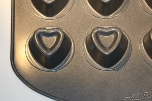 Wilton 20 Cavity Mini Heart Dessert Shell Pan