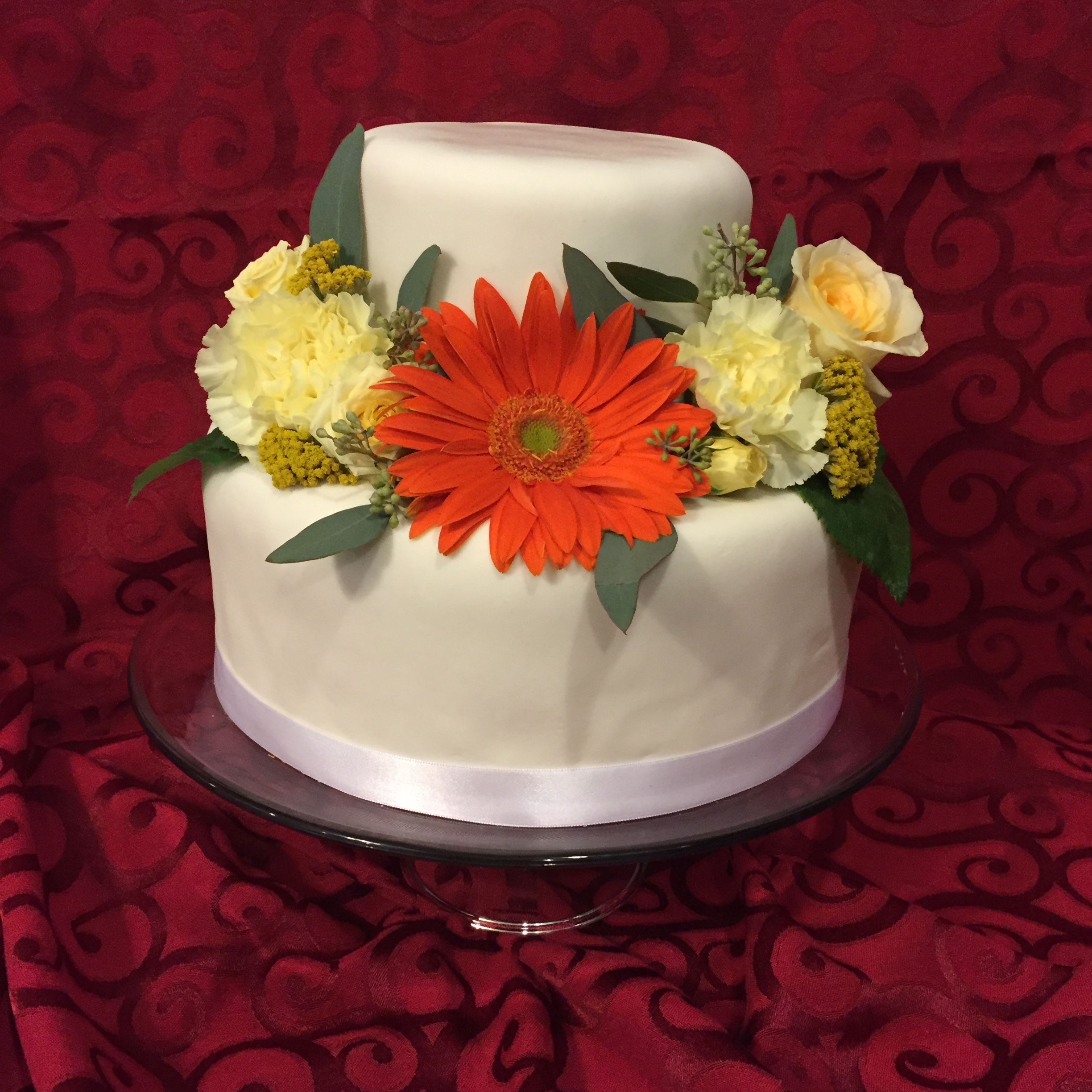 wedding cake pictures with gerbera daisies white fondant wedding cake with orange and white flowers 23449
